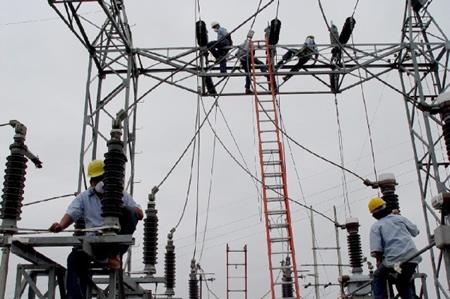 Electricistas trabajando im genes del trabajo for Trabajo de electricista en malaga