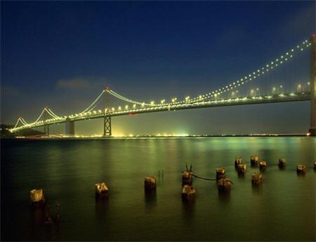 Puente con luces